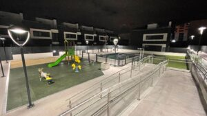 Vista nocturna residencial Lomas del canaveral juegos